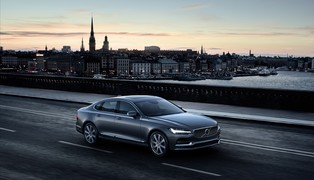 170414_location_front_quarter_volvo_s90_osmium_grey