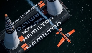 Red_bull_air_race_2017_san_diego_-_p-20170416-00356_-_joerg_mitter_red_bull_content_pool_low_17086