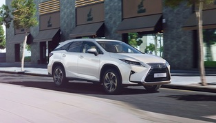 2018-lexus-rx-long-wheelbase-gallery-001-1920x1080_tcm-3067-1200750